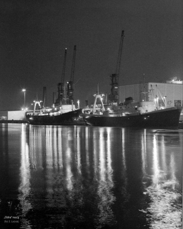 Port PPDiUR ODRA za dawnych dobrych czasów, przy kei dwa trawlery b-18